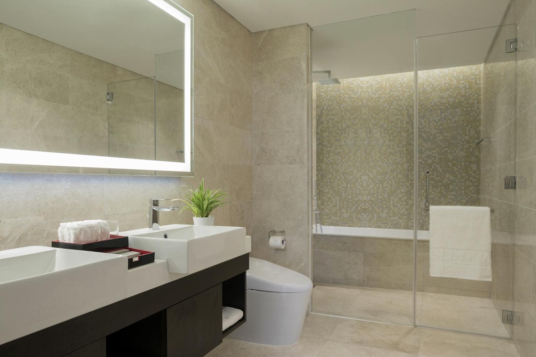 Grand-Three-Bedroom-Master-Bathroom